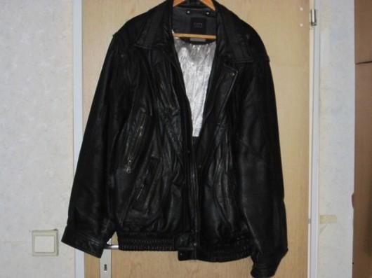 13 - schwarze Lederjacke