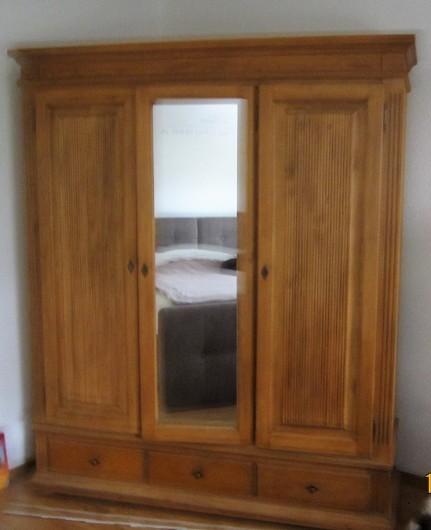 Schlafzimmerschrank Holz mit Spiegel