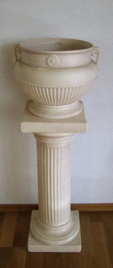 Pflanzenkonsole mediteraner Stil