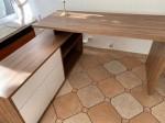 Eckschreibtisch - Dunkles Holz mit weißen Elemente