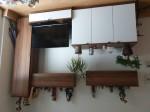 Wohnwand Nußbaum mit Weißglastüren