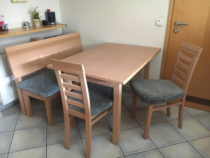 Tisch, Bank und Stühle