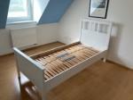 Sehr schönes Bett in weiß von Ikea, neuwertig