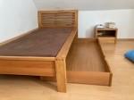 Schickes Bett in Erle neuwertig von Velo mit Bettk