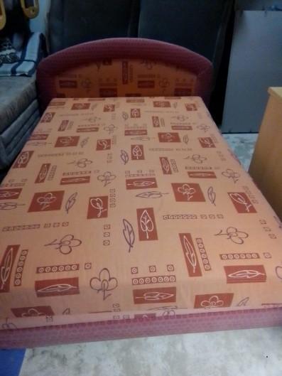 Verkaufe hier eine Bett mit stauraum....40€ VHB:
