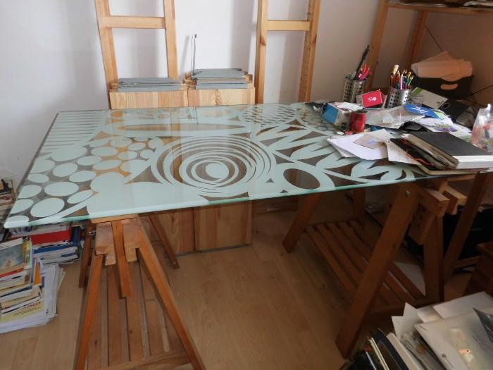 großer Schreibtisch mit Glasplatte, 30 Euro