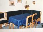 Eckbank ohne Tisch und Stühle