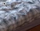 Großer Schlafzimmerschrank und Bett - Vorschaubild 3